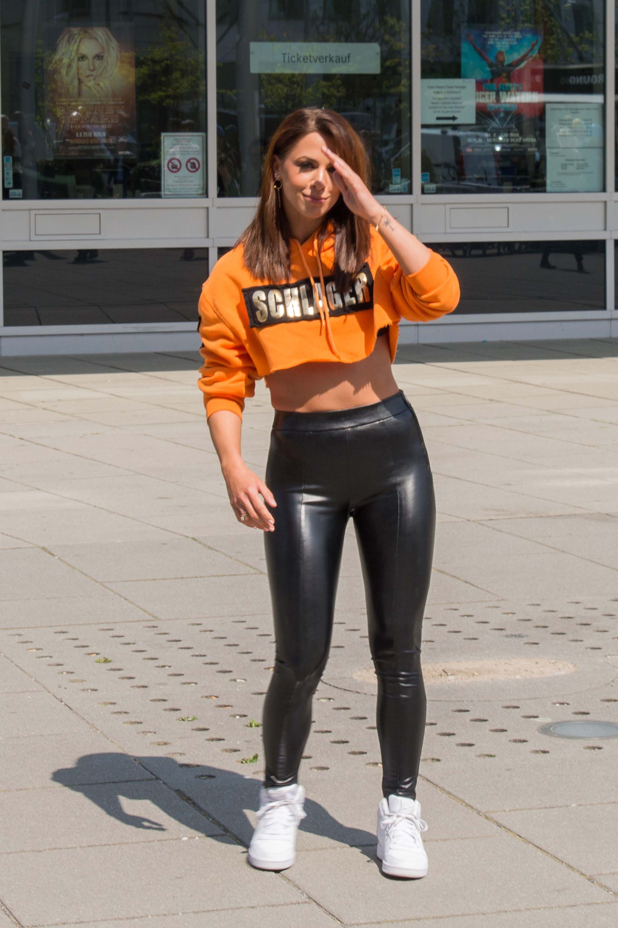1af9e97f68dd9 Vanessa Mai at a press conference | latex & leather fashion | Leder ...