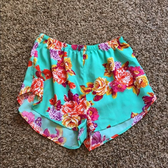 Floral shorts Never worn floral shorts. Size large but fit medium Charlotte Russe Shorts
