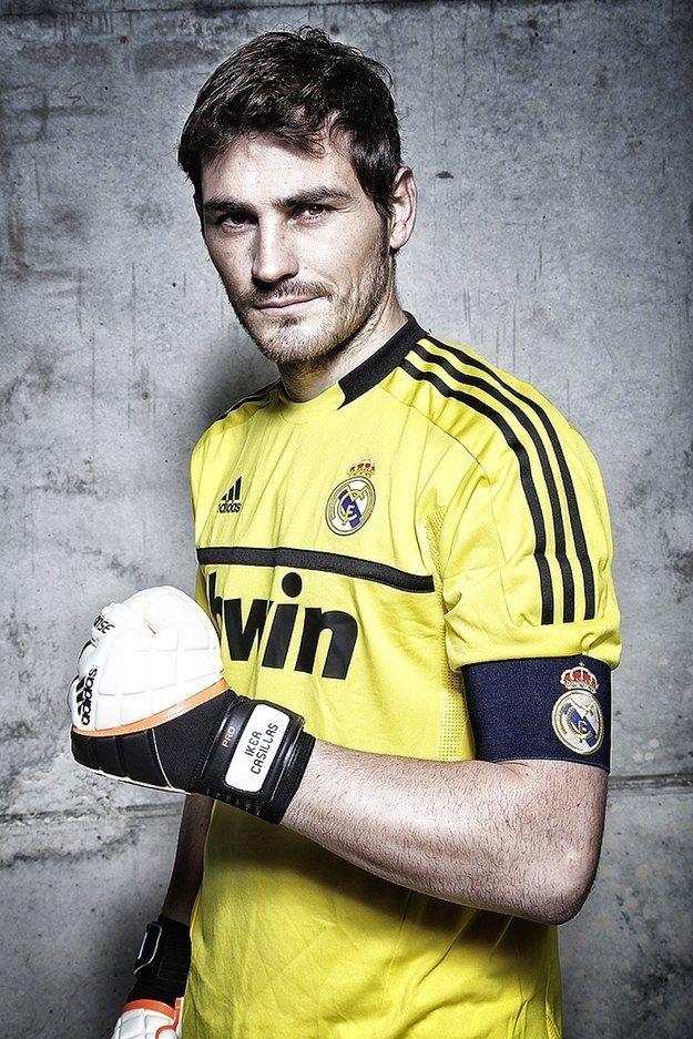 Iker Casillas Goalkeeper Tips For Soccer img-1