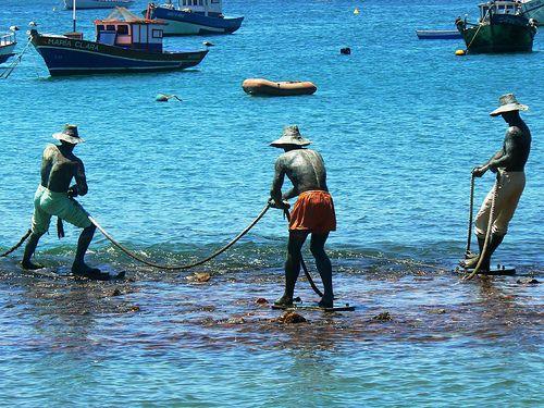 Resultado de imagem para monumento dedicado aos pescadores em buzios no rj