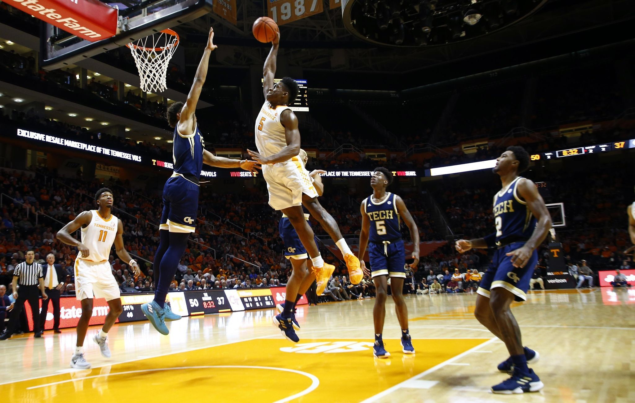 No. 5 Tennessee clamps down on defense to beat