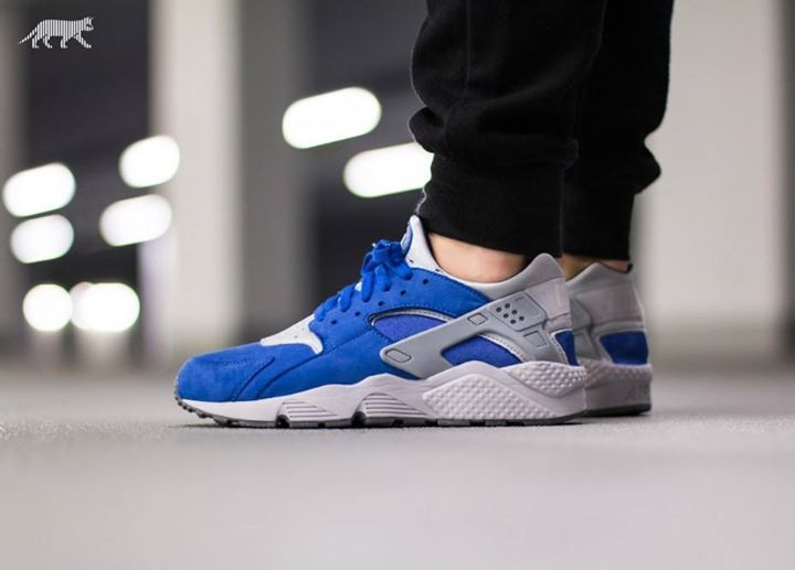 Do you like the look of the Air Huarache Premium Varsity Royal on foot? Available now.  http://ift.tt/23fvin4