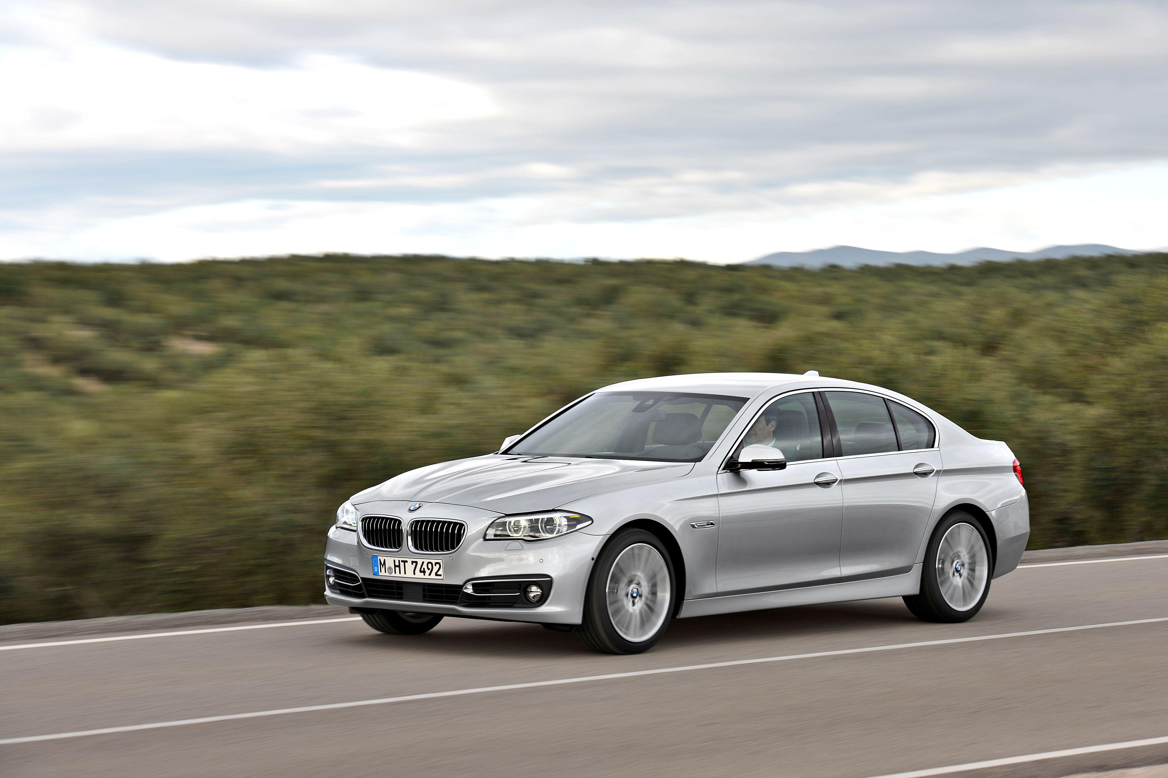 BMW řady 5 Sedan může b½t váÅ¡ už od 14 999 Kč bez DPH měsÄně