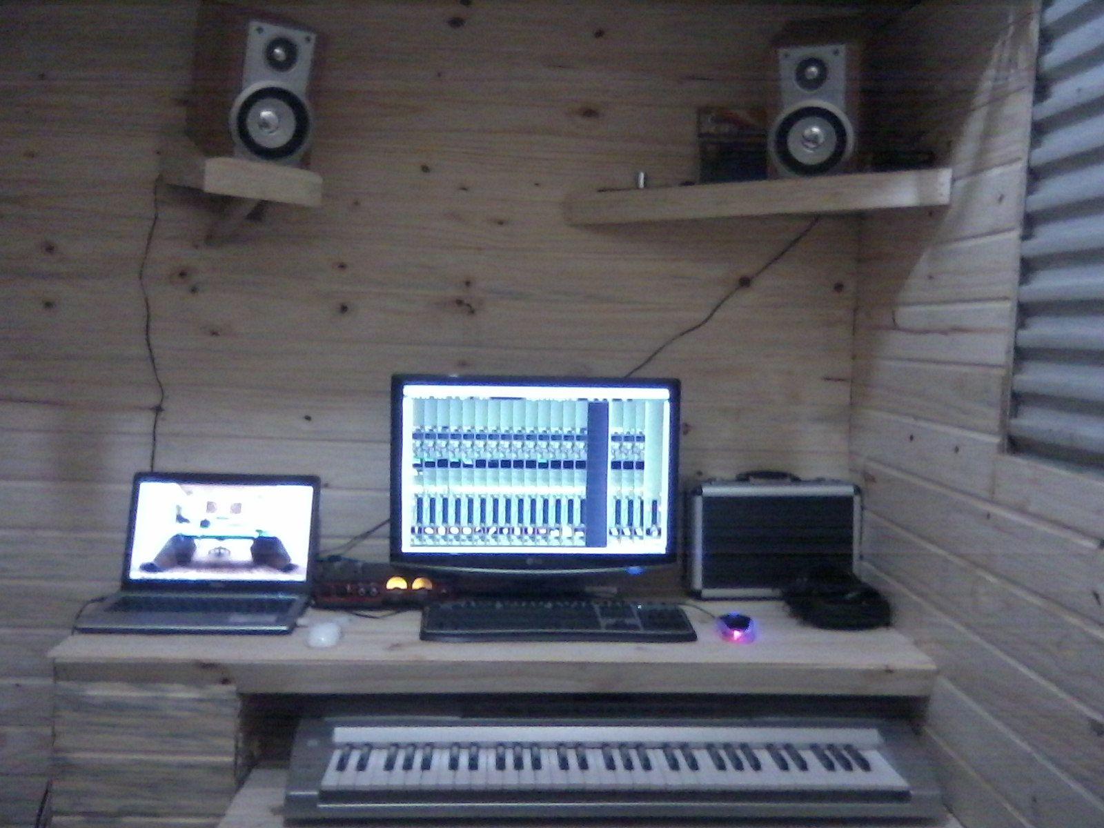 meu pequeno estúdio roni costa Estúdio pequeno