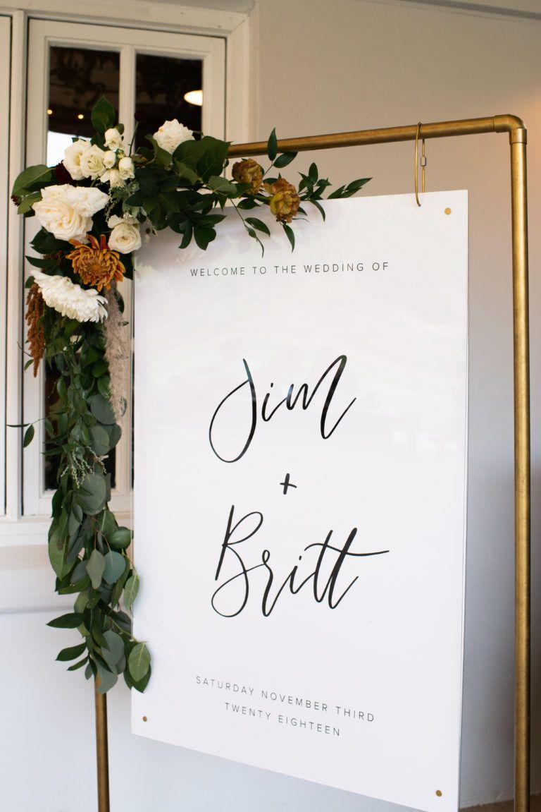 A Simple and Modern Wedding at Triunfo Creek Vineyards #weddingwelcomesign