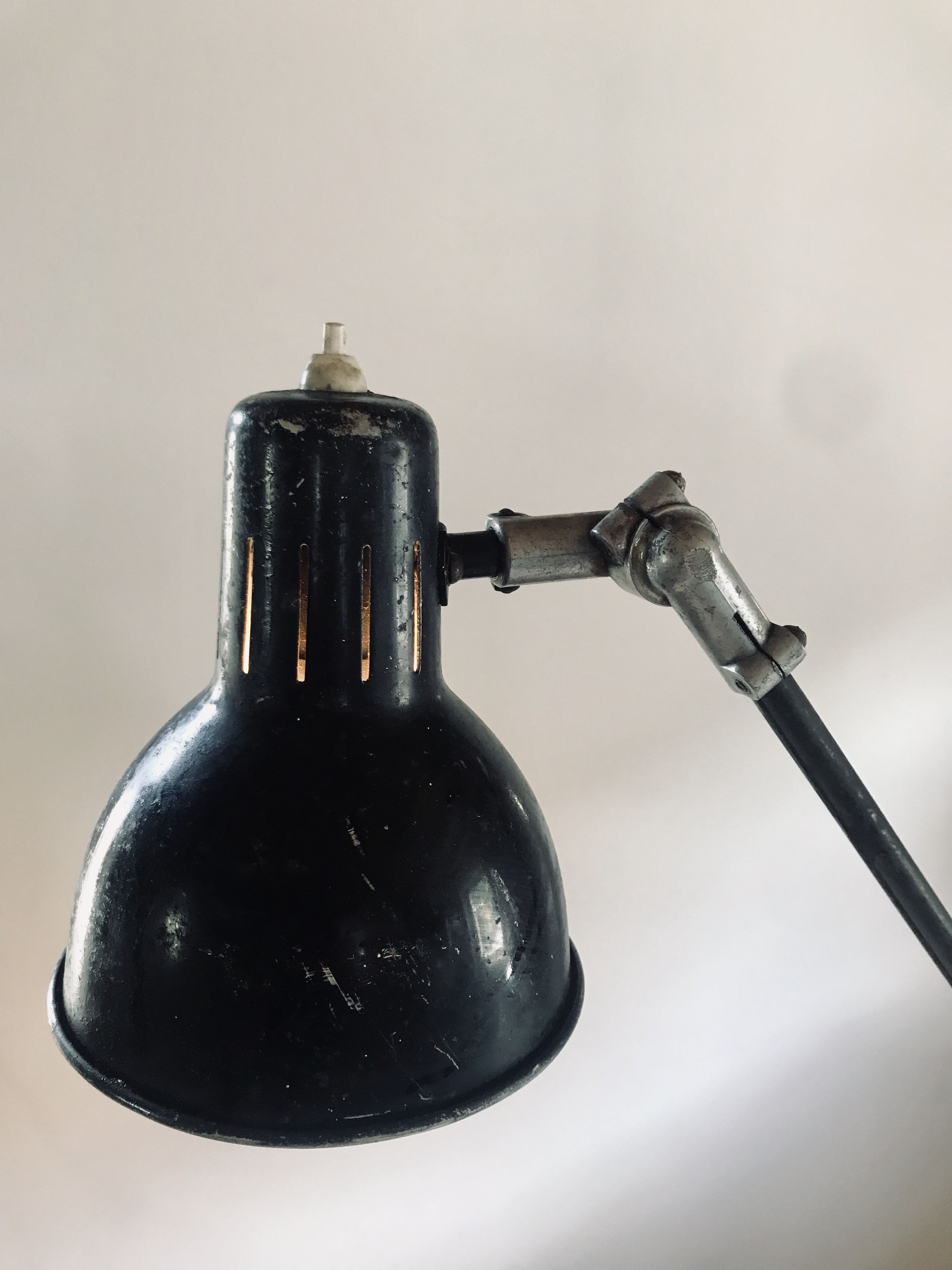 Superbe Lampe D Atelier Ideale Comme Lampe De Bureau Ou Meme Comme Applique Murale Elle A 2 Bras Articules Et 3 Rotules Qui Permette Lampade Lampade Da Tavolo