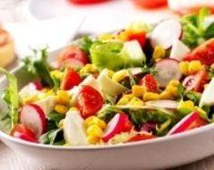 Salade minceur aux radis, tomates, mozzarella et maïs