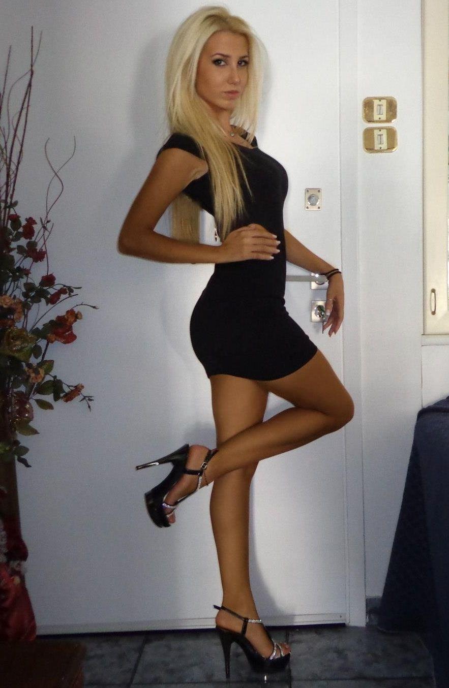 hot naked black women legs and ass