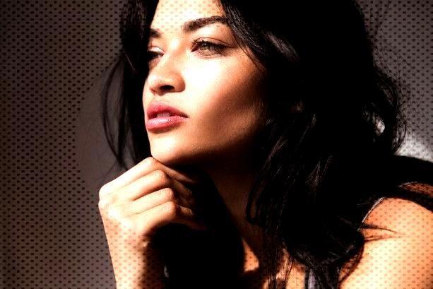 Shanina Shaik In Six Peach Lipsticks - shanina-shaik-peach-lipstick-6 -