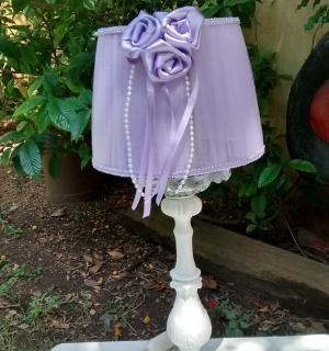 Velador-Romantico-Pantalla-de-tul-Lila-con-Flores-y-perlas.jpg