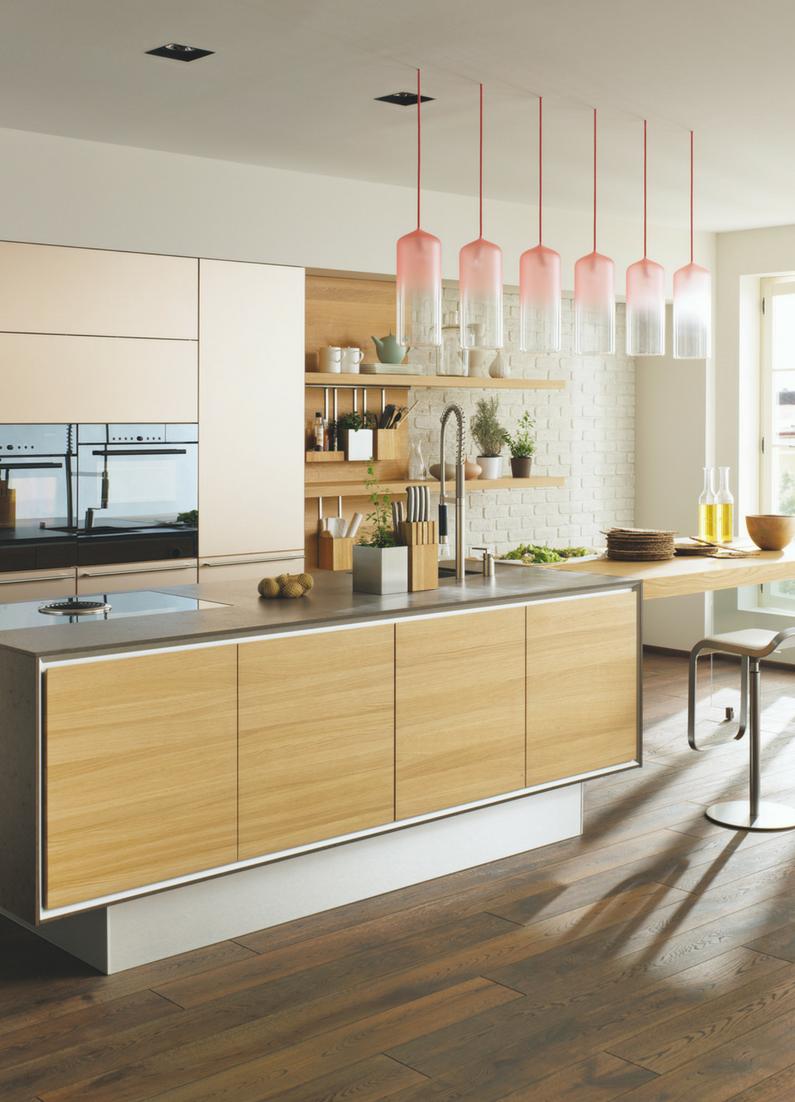 Schlichte Holz Kuche Mit Kochinsel In Modernem Design