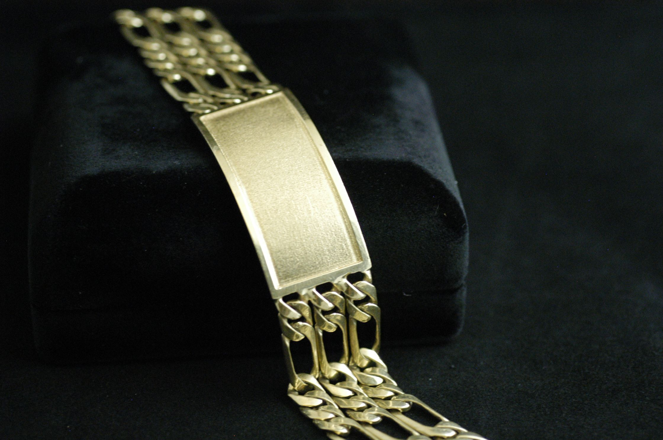 14k yellow gold id bracelet this is a handsome mens