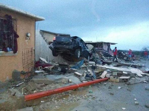 #Acuña El tornado entró en un sector donde existen unas mil 500 viviendas  FOTOS ► http://www.info7.mx/a/galeria/8700