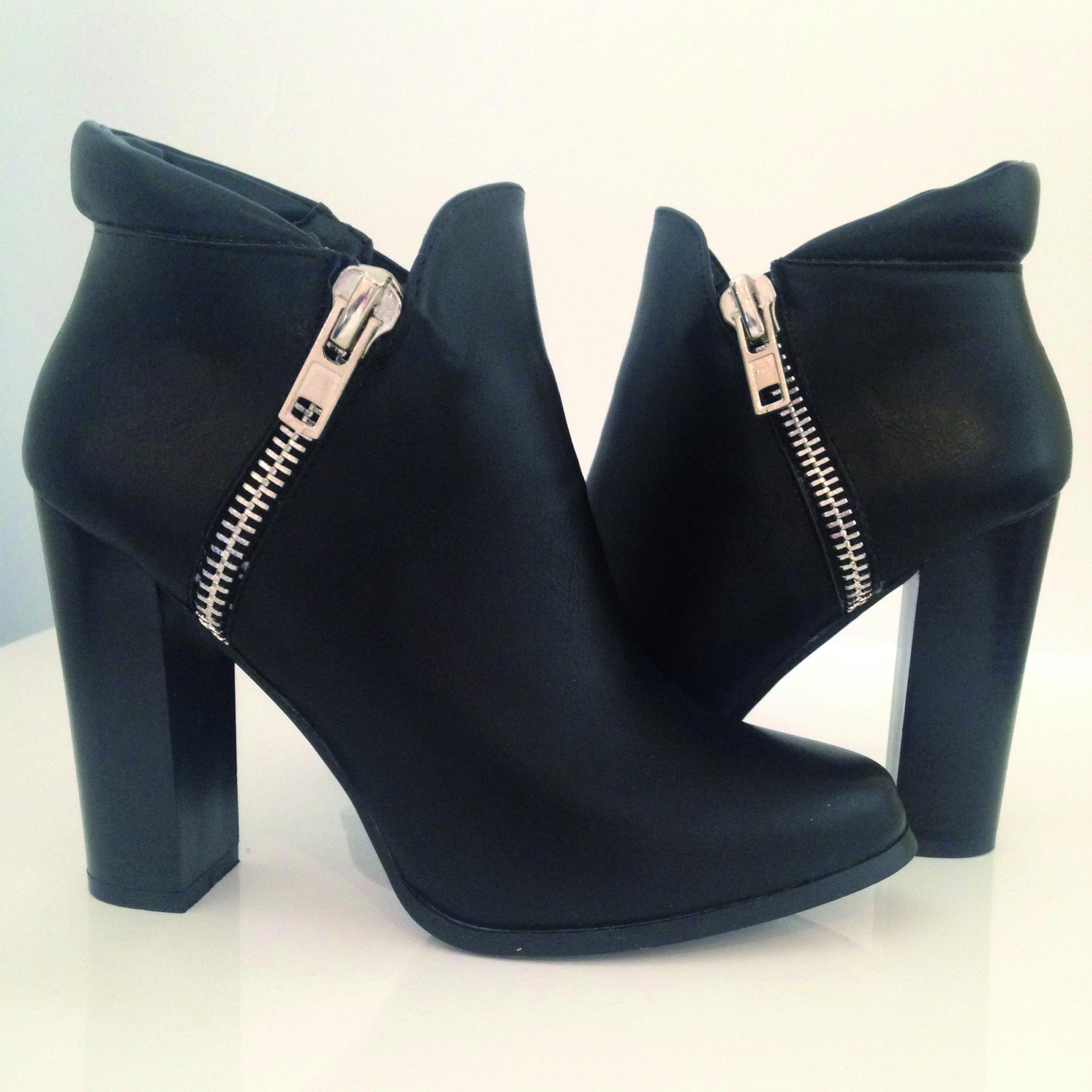 bottine dahlia noir : http://www.chaussures-eclipse.fr/bottines