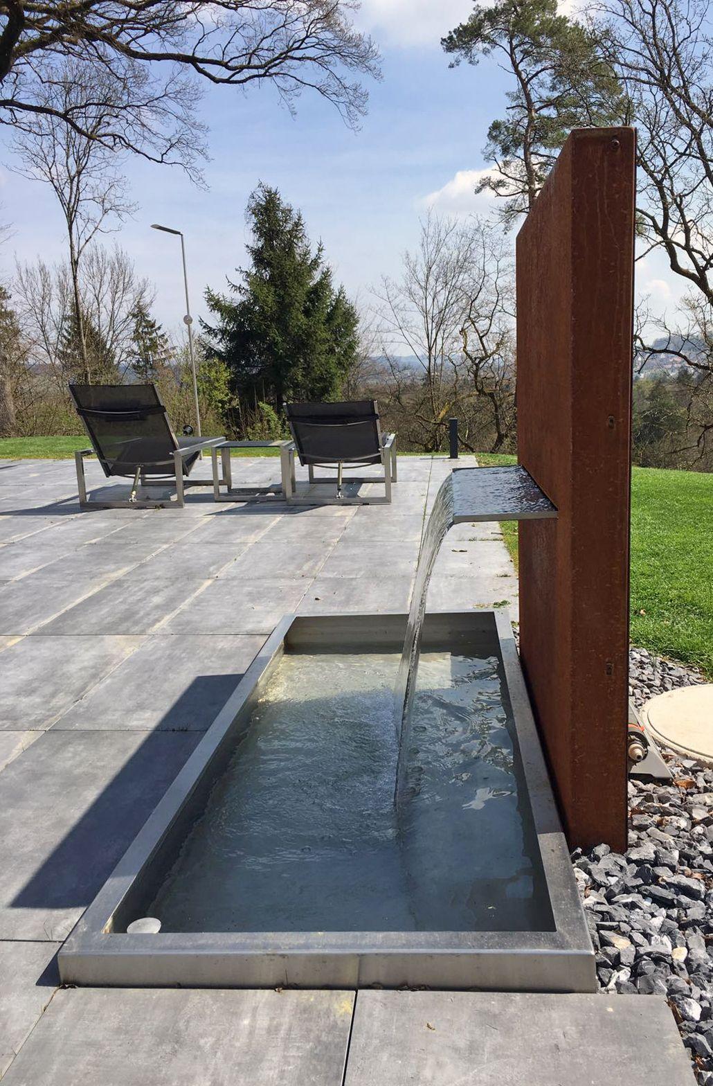 Brunnen Und Wasserspiel Kombination Aus Becken In Edelstahl Und