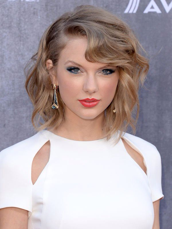 Taylor Swift Acm Red Carpet Hair And Makeup Medium Length Hair Styles Short Hair Styles Short Hairdos
