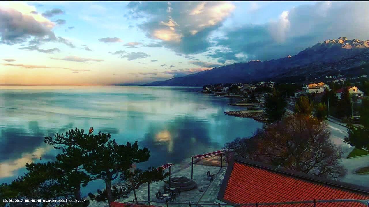Morning in Starigrad Paklenica ⛰🌅  #croatia #croatiafulloflife #paklenica #paklenicanationalpark #travel #starigradpaklenica #summer2017 #climbing #rockcliming #activities #zadar_region