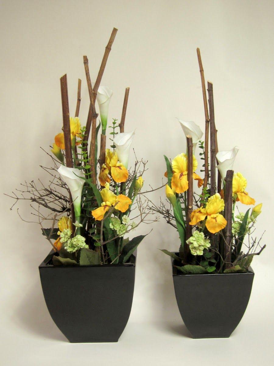 Laboratorium Bez Wody Kompozycja Z Kwiatow Sztucznych Na Jubileusz 50 Lecia Silk Flower Arrangement Yellow Iris And White Cal Floral Design Flowers Plants