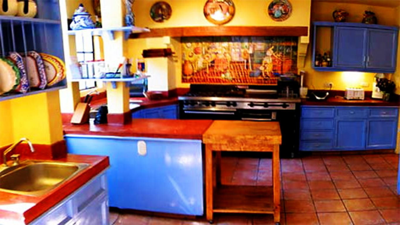 Airy mexican kitchen at home google search mexican for Normal kitchen design