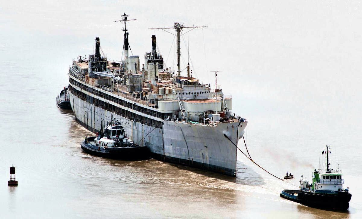uss sperry (as-12) i spent 3 years on this ship. i spent