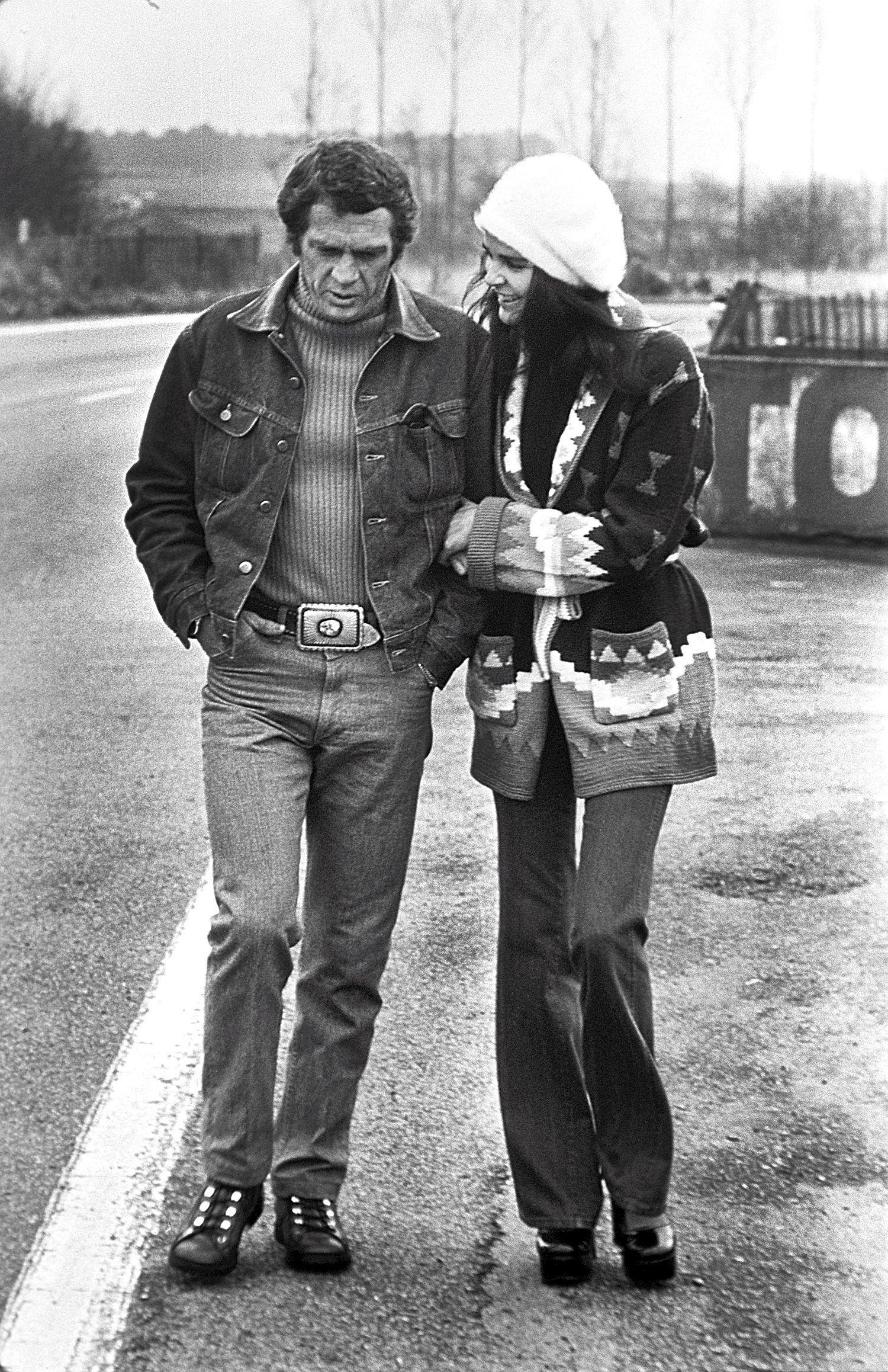 1973 steve mc queen est en train de tourner en france un film sur la course automobile des 24. Black Bedroom Furniture Sets. Home Design Ideas