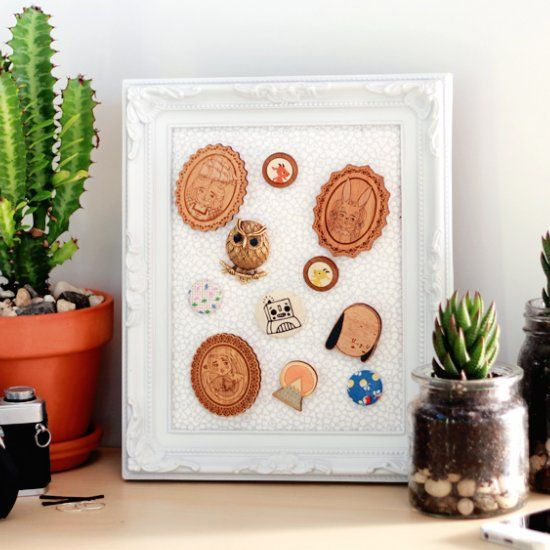 Got a collection of brooches hiding away in the bottom of your jewellery box? Why not display them with this easy display frame!