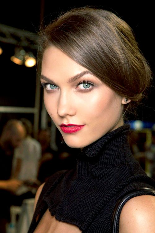 Red lips and a brown smokey eye on Karlie Kloss