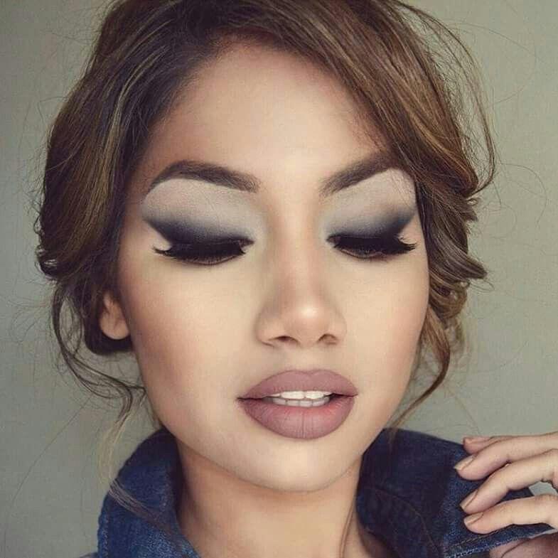 Delineador diagonal esfumado | Maquiagem olhos, Delineador esfumado,  Maquiagem clara