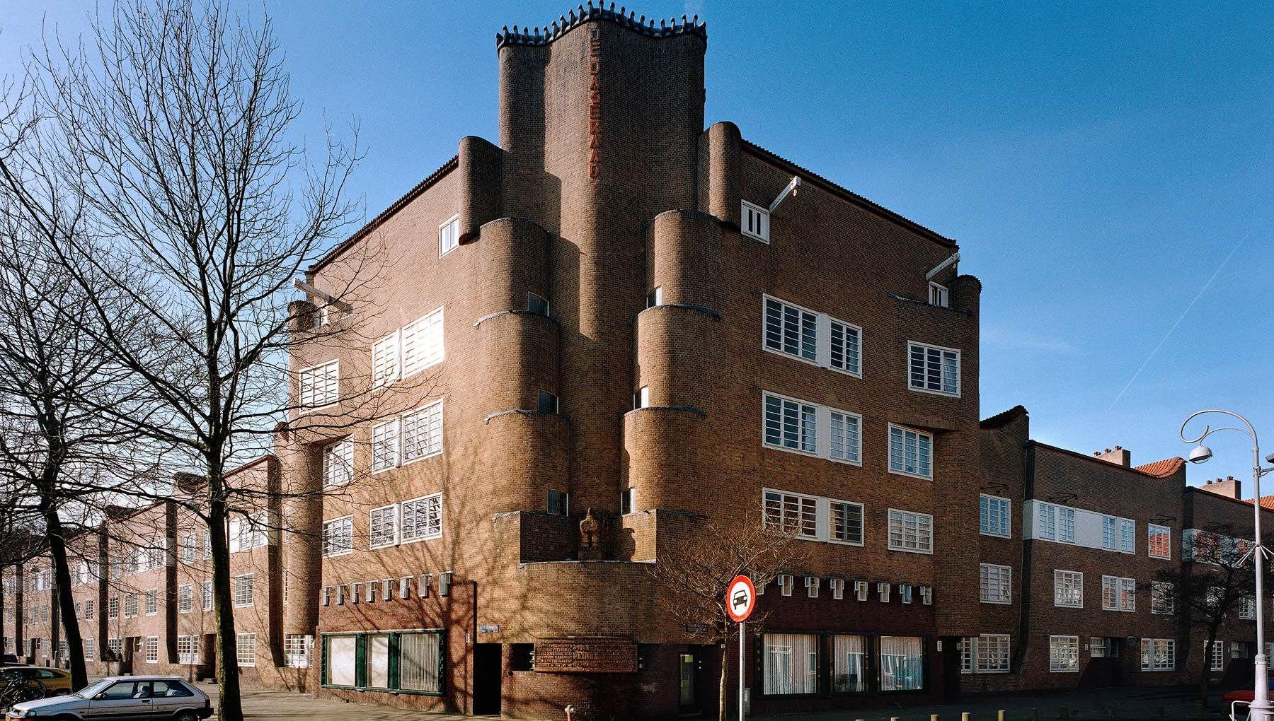 Architektur Amsterdam in de jaren 10 en 20 de twintigste eeuw werd in amsterdam