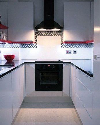 Kis konyha nagy világítás. A LED szalagokkal kiváló megvilágítást ...