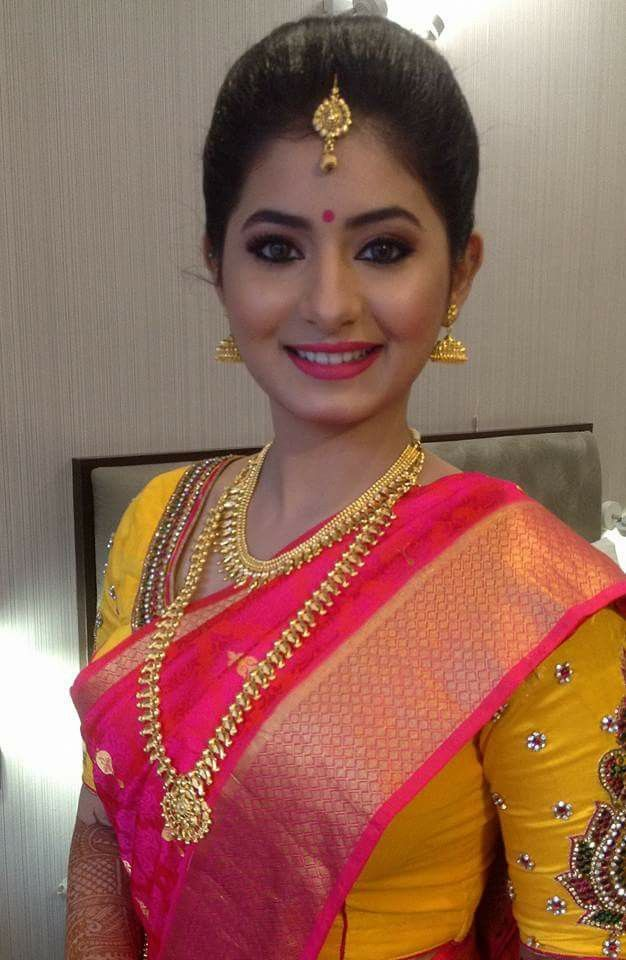 South Indian bride Bridal Makeup Looks, Indian Bridal Makeup, Indian Wedding Jewelry, Bride