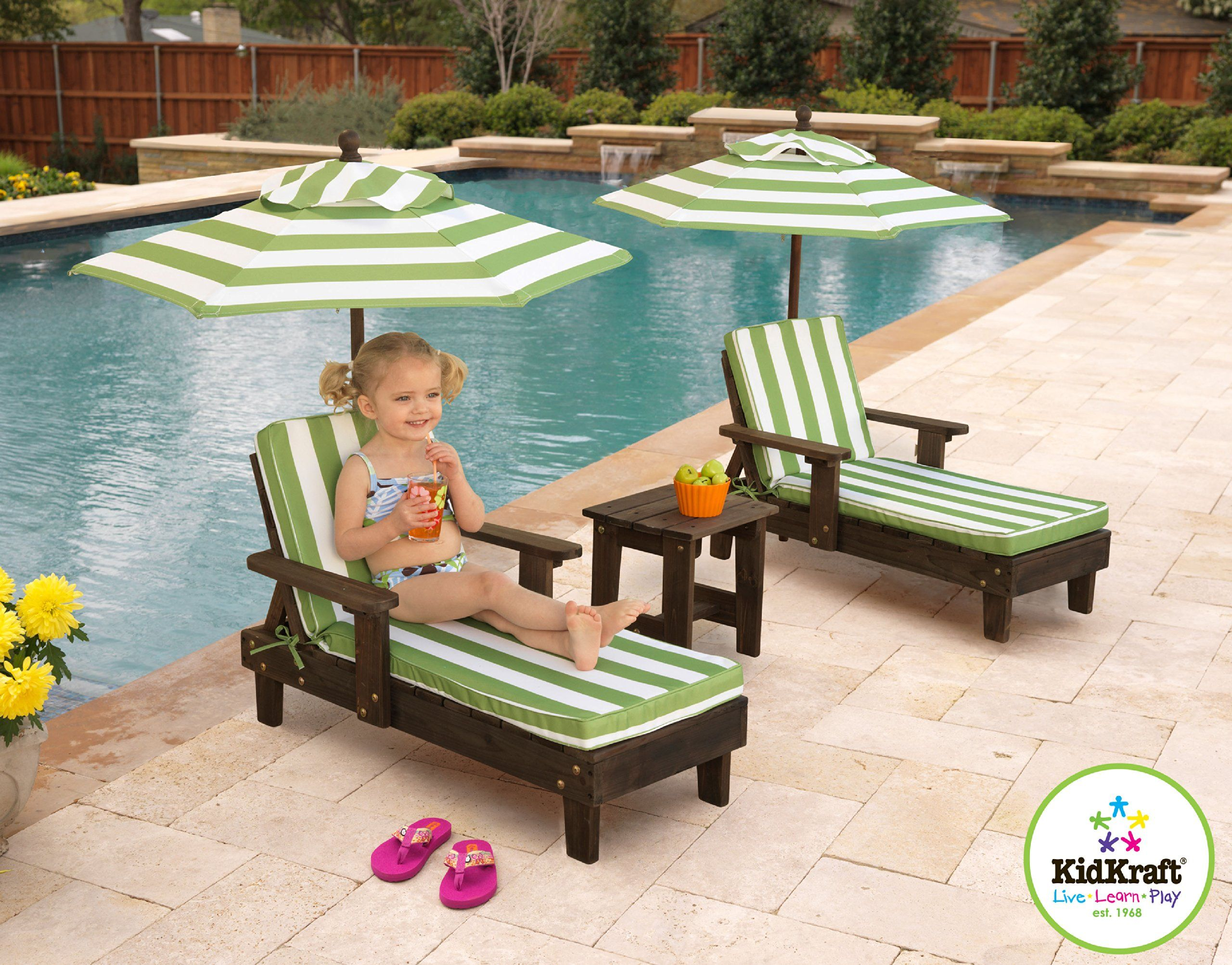 Kidkraft 2 chaise chair set with 2 umbrellas and table