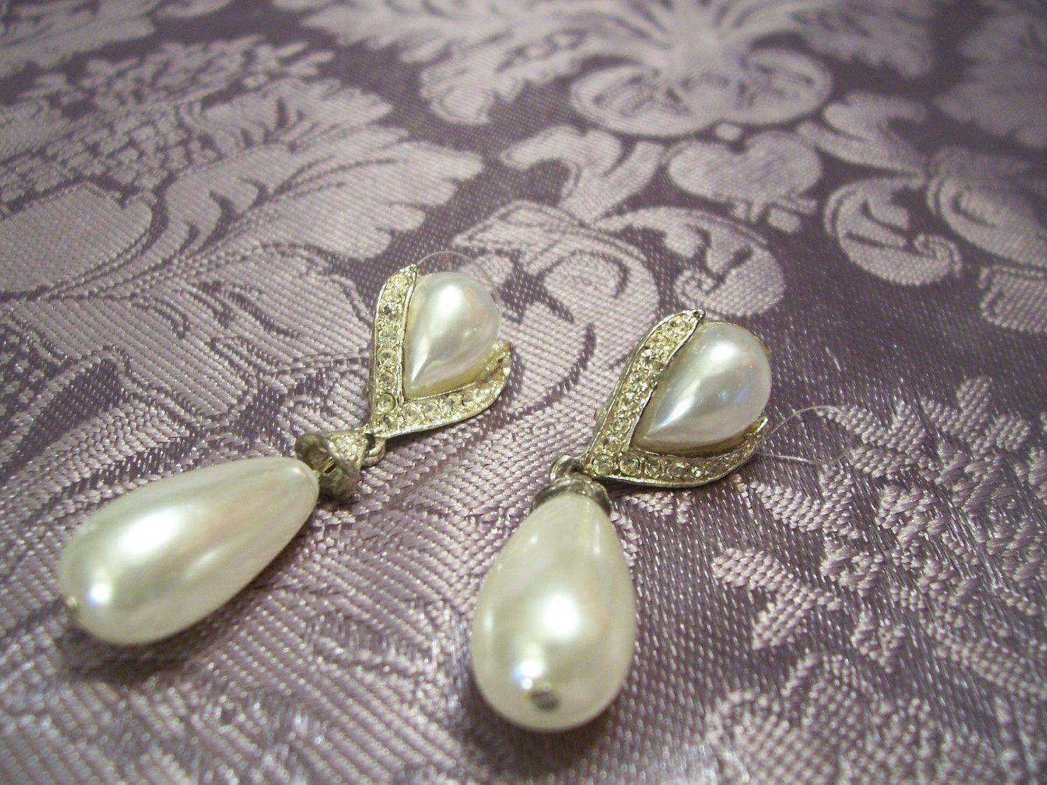 Elegant  Avenue, Earrings, Tear Drop, Faux Pearls, Austrian Crystals, Silver White, Pearls Dangle, Wedding Brides, Mother Bridal, Formal,