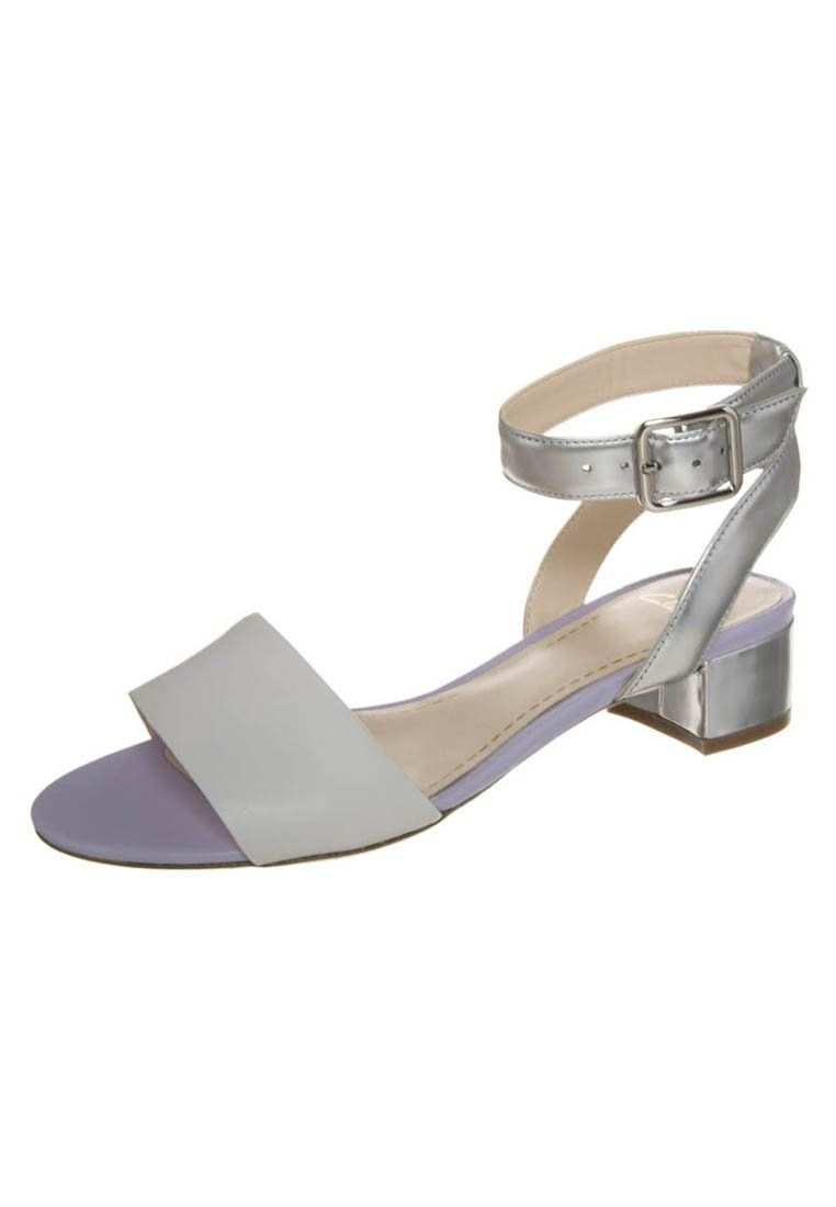 bdccb1a5af35 Clarks - SHARNA BALCONY - Sandals - white