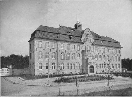 http://www.klinik-bedburg-hau.lvr.de/media/lvr_klinik_bedburg_hau/bilder/ueber_uns_1/museum/rundgang/HV01_CP_TB_gross.jpg