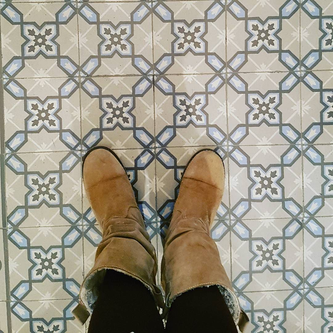 Like the pattern  #pattern #minimal #shoes #geometrical #floor #picoftheday #photooftheday #like #like4like  #follow4follow