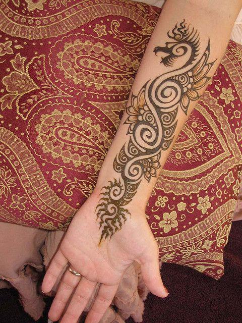 the 25 best dragon henna ideas on pinterest dragon tattoo henna dragon tattoo design simple. Black Bedroom Furniture Sets. Home Design Ideas