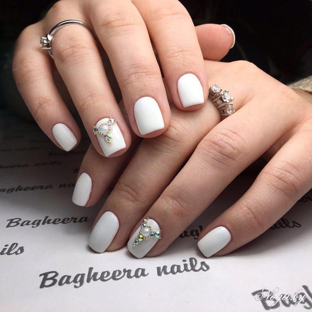 дизайн ногтей со стразами на короткие ногти 5