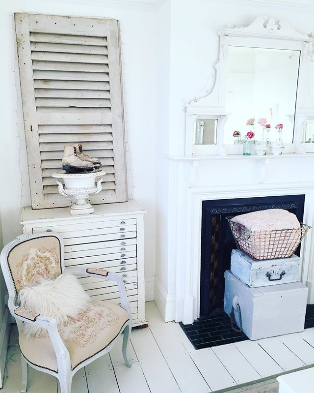 I'm so happy that the evenings are lighter...  #victorianhouse #periodhome #shabbychic