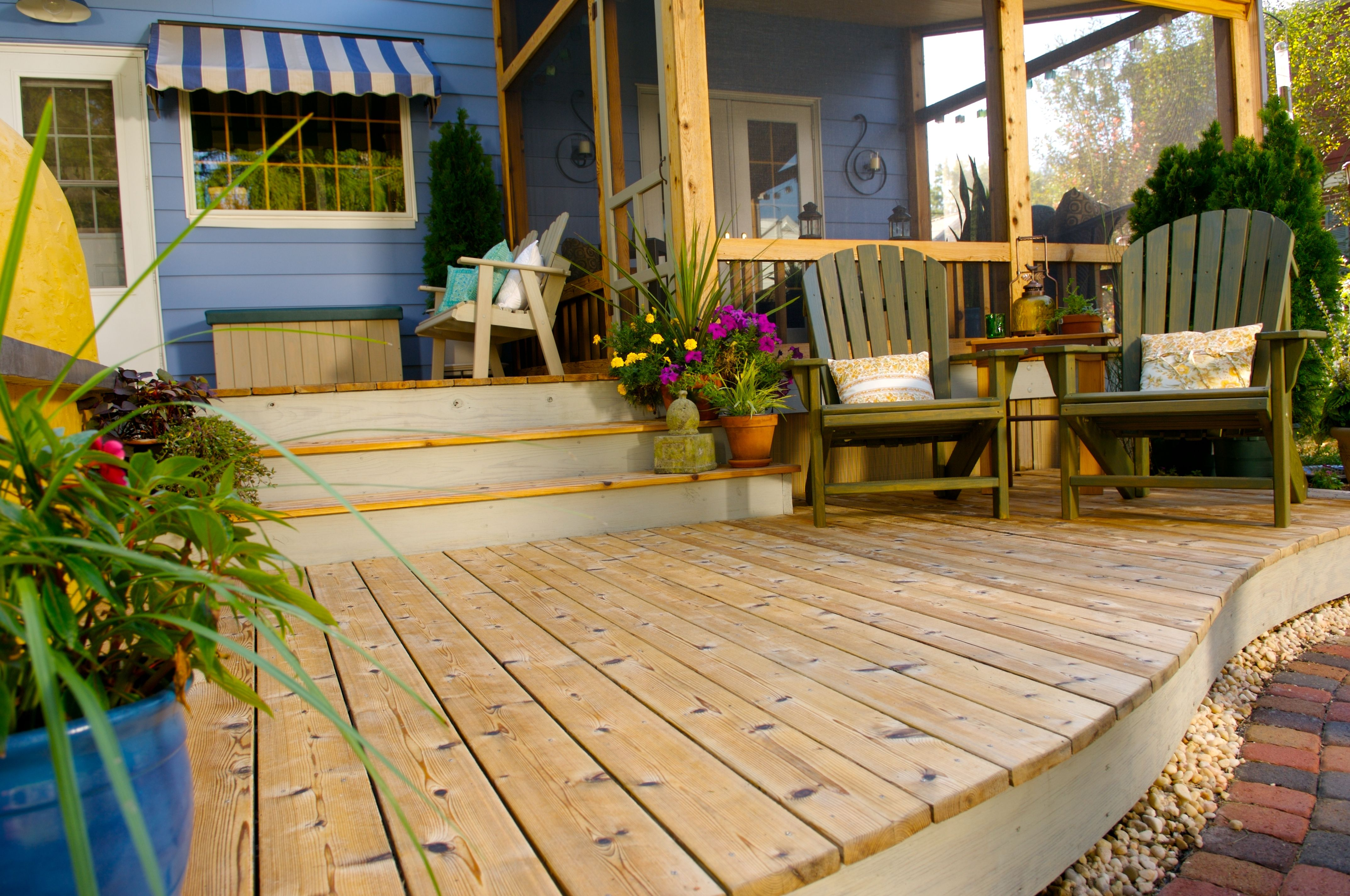 A Slight Curve Adds Impact On The Lower Level Of Deck And Thompson S Water Seal House Stains Add Subtle Color To Contrast Wood Which Was