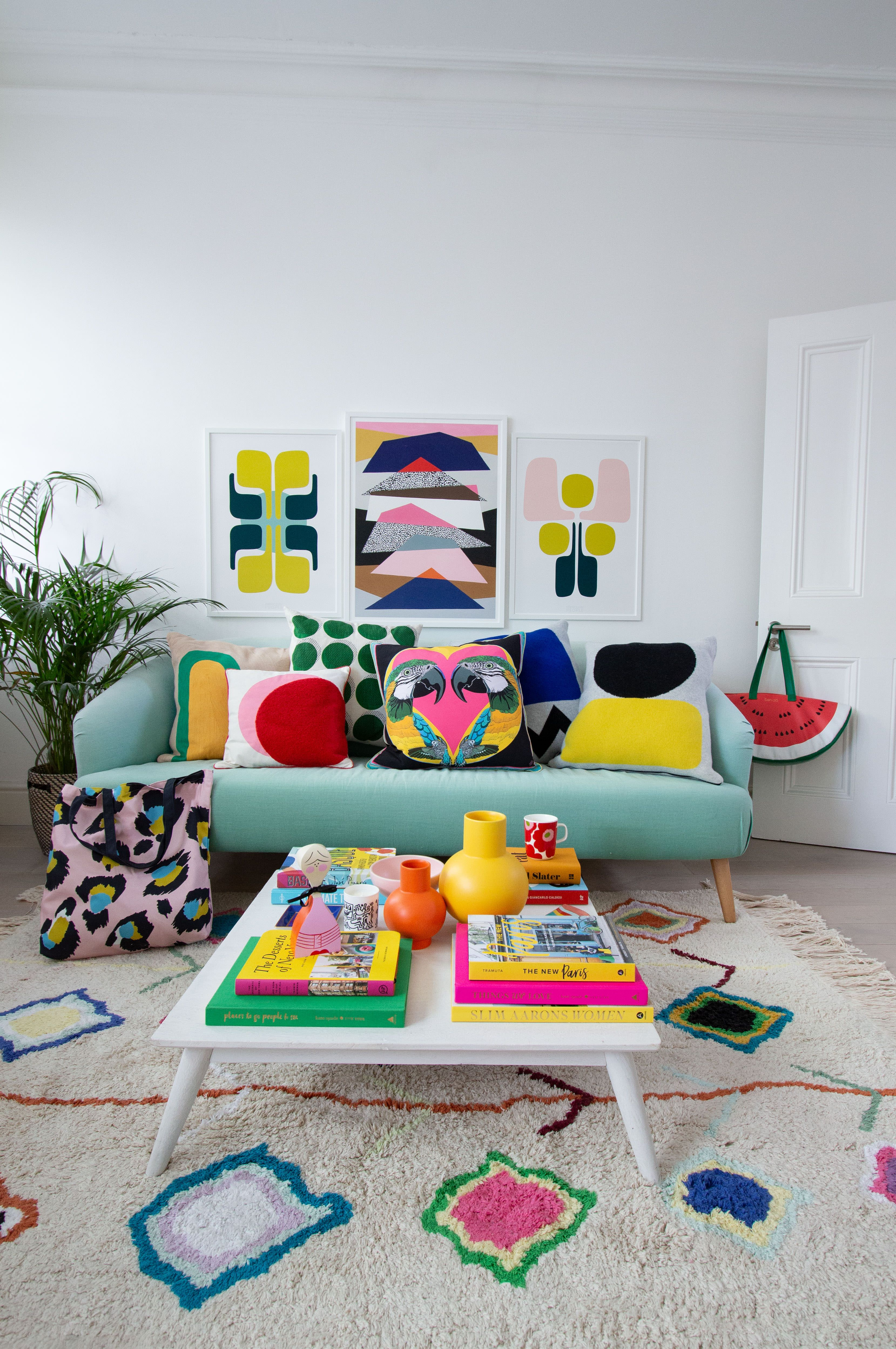 How to get a colourful retro 1980s Memphis trend look in your living room. - images