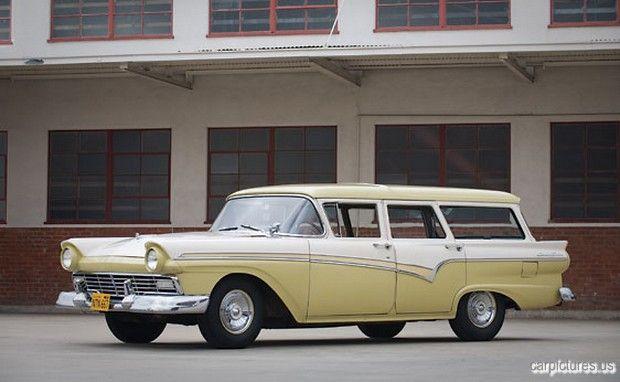 1957 Ford 6-Passenger Country Sedan