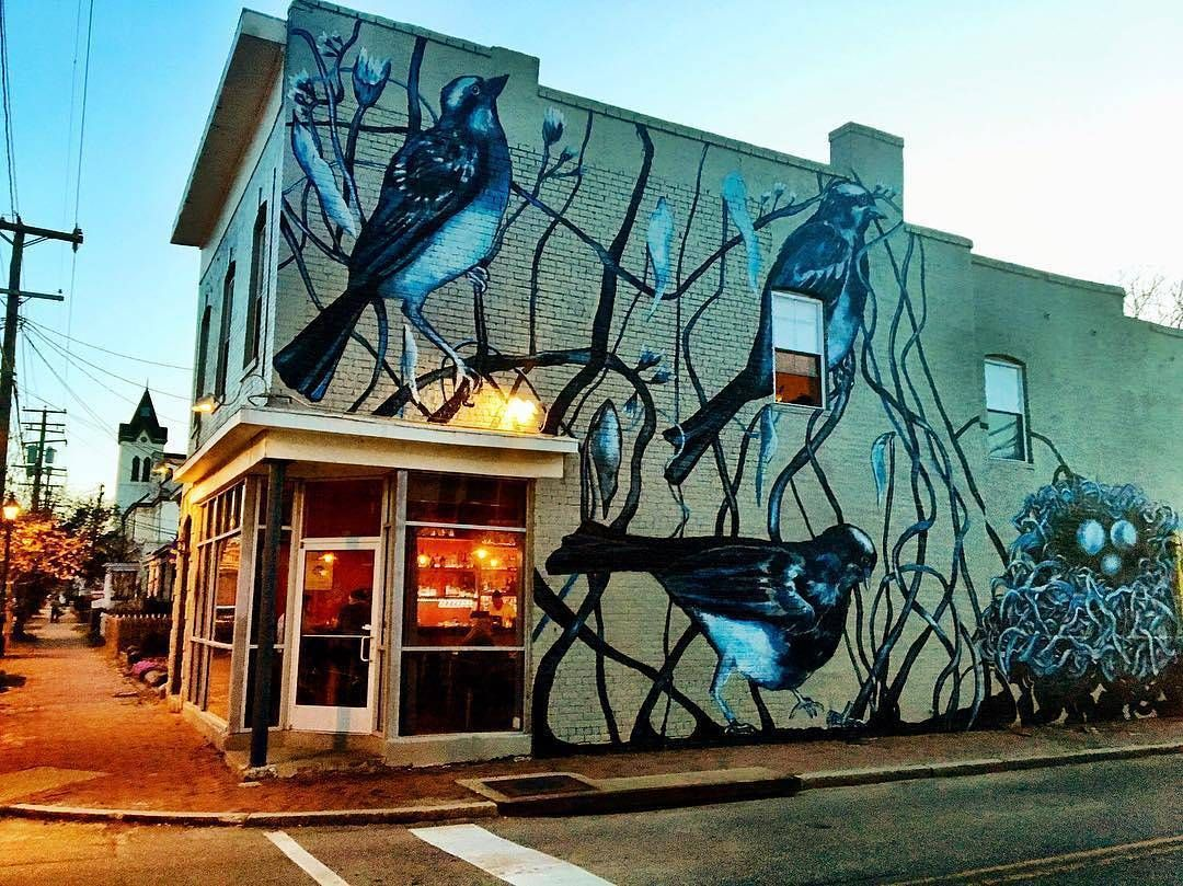 @richmondgrid - @Edtrask outside @roguegentlemen.  Ed is one of the organizers of @rvastreetart click the link in our bio to enter to win a trip to the festival!  #VisitRichmond #RVA #LoveVa #RVADine #rvastreetart