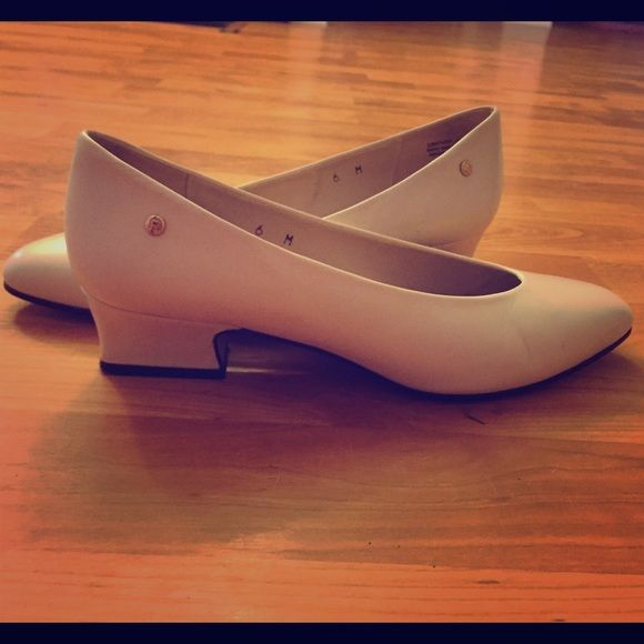 Etienne Aigner Shoes Slight heel, beautiful ivory color. Great condition. Very minimal markings! Size 6 Etienne Aigner Shoes