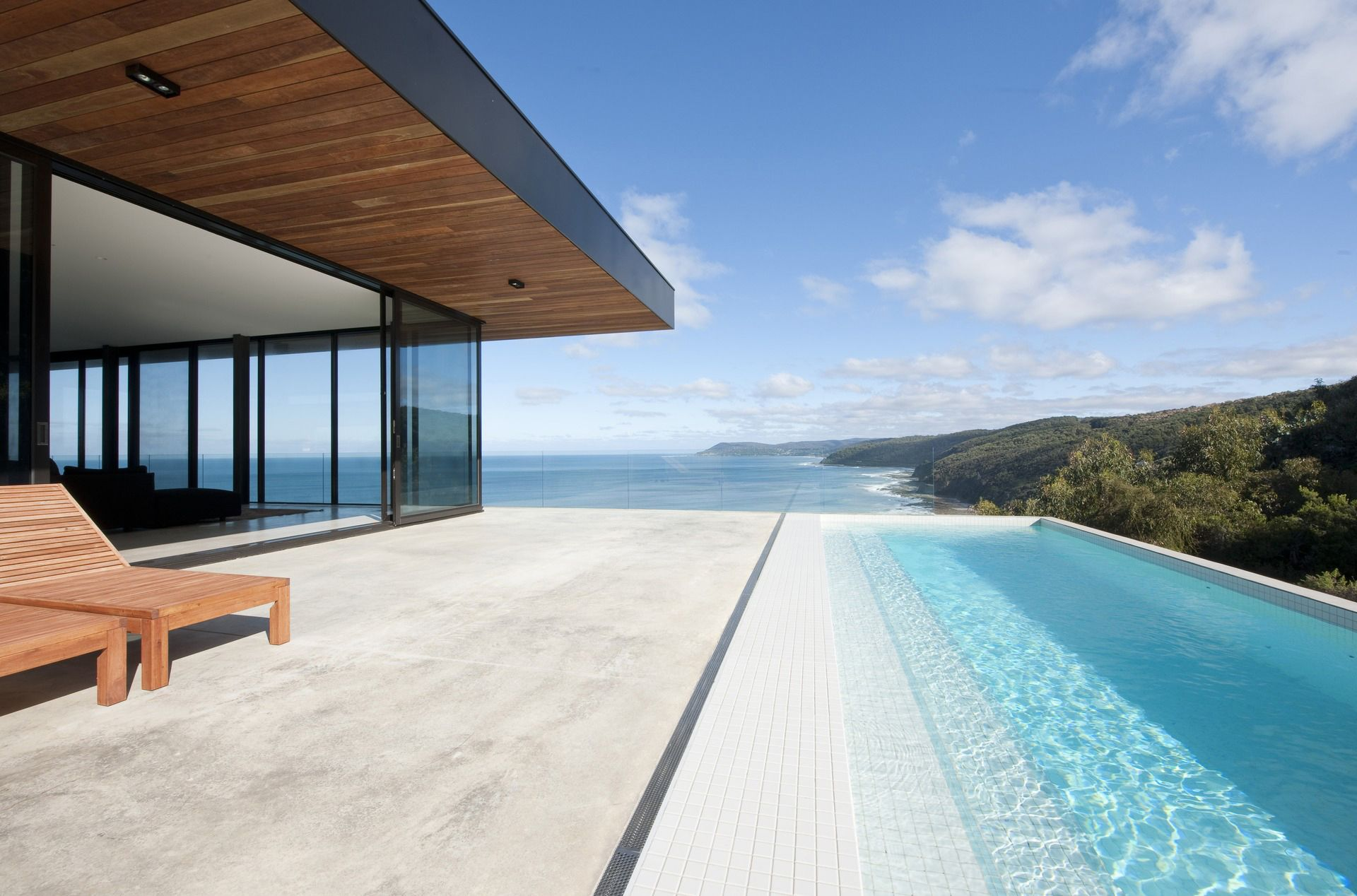Clifftop House In Lorne On The Great Ocean Road In