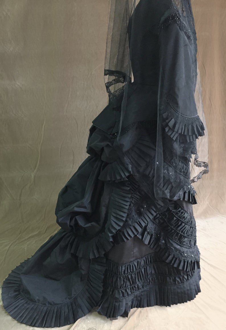 Victorian dress- 1880 mourning dress