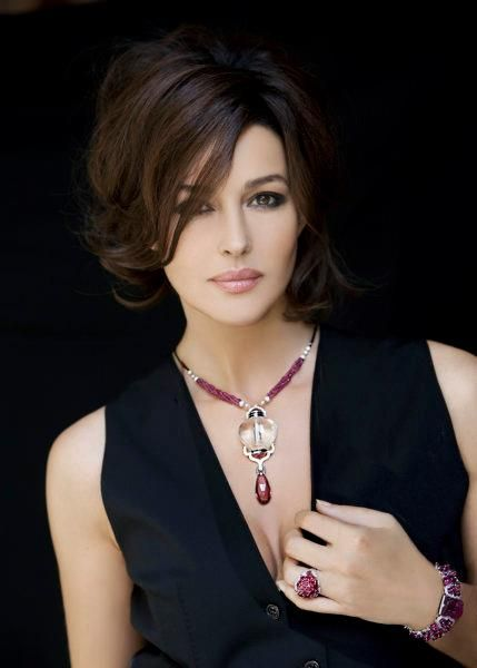 Monica Bellucci In Cartier 3 Love Hair Style And Makeup Monica Bellucci Most Beautiful Women Beautiful