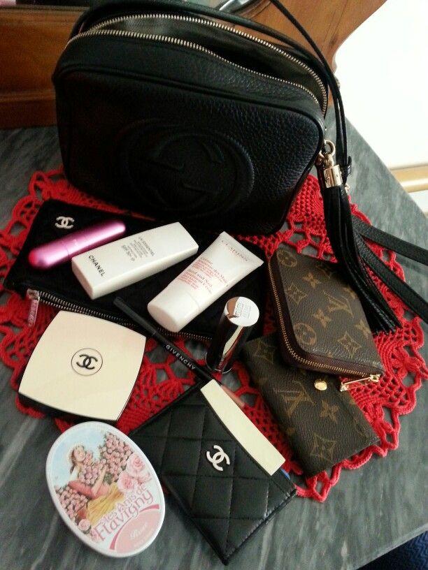 ddf3f92cdb97 WHAT'S IN MY BAG? #whatsinmybag | p u r s e & s t u f f s // in 2019 ...