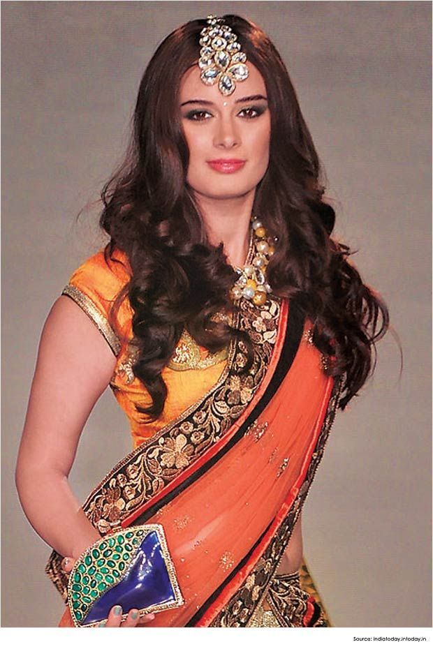 Hairstyles For Saree 20 Cute Hairstyles To Wear With Saree Page 4 Saree Hairstyles Curly Hair Styles Indian Hairstyles For Saree