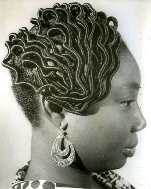 Женские прически африканок: ретро-фотоотчет от J.D. Okhai Ojeikere Икона стиля, несравненная Софи Лорен, была уверена, что «прическа влияет на то, как складывается день,…